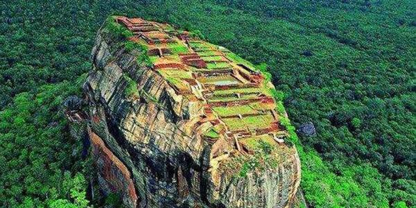 Visit UNESCO World Heritage Site of Sigiriya Rock Fortress