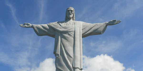 Be amazed by the magnificence of Christ the Redeemer in Rio De Janeiro